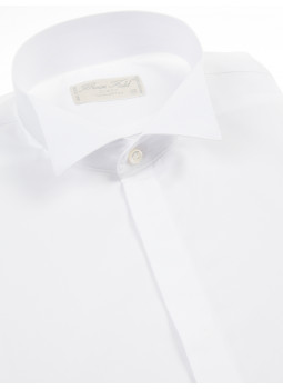 White shirt with wing collar and wrist musketeer